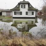 Hus med vand i haven Foto: Bjarne Kristiansen